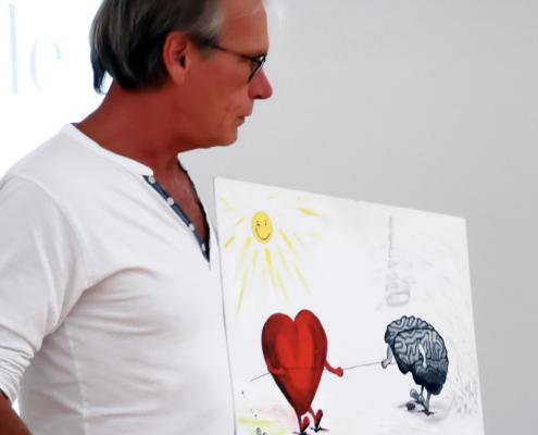 Ayur Yogatherapie Ausbildung - Dr. Ingfried Hobert erklärt die feinen Dimmensionen der Psychosomatik und die Verbindung von Herz und Hirn...