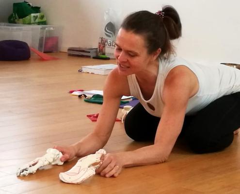 Ayur Yogatherapie Ausbildung - Spiraldynamik lernen und umsetzen in allen Yogaübungen mit Eva Hager-Forstenlechner